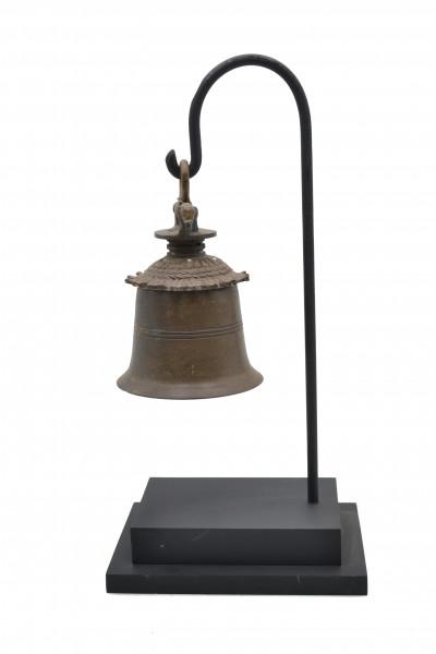 Ancienne cloche bronze sur socle
