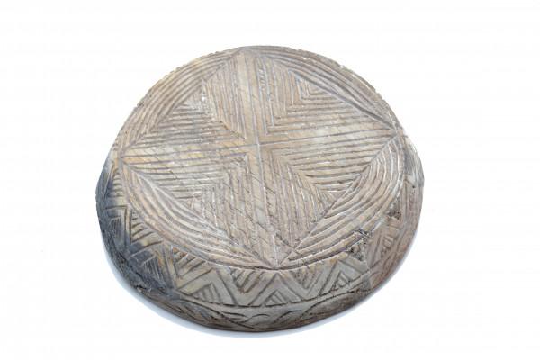 Ancien plat sculpté