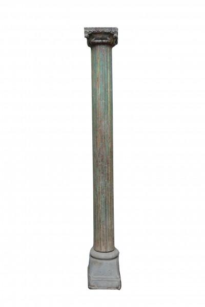 Ancienne colonne sculptée