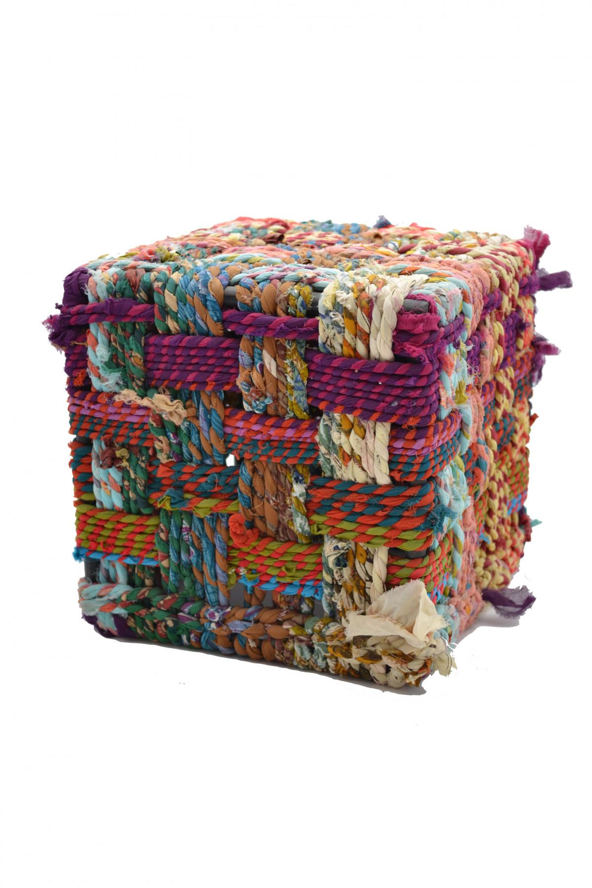 Petit tabouret cube de tissus recyclé  1