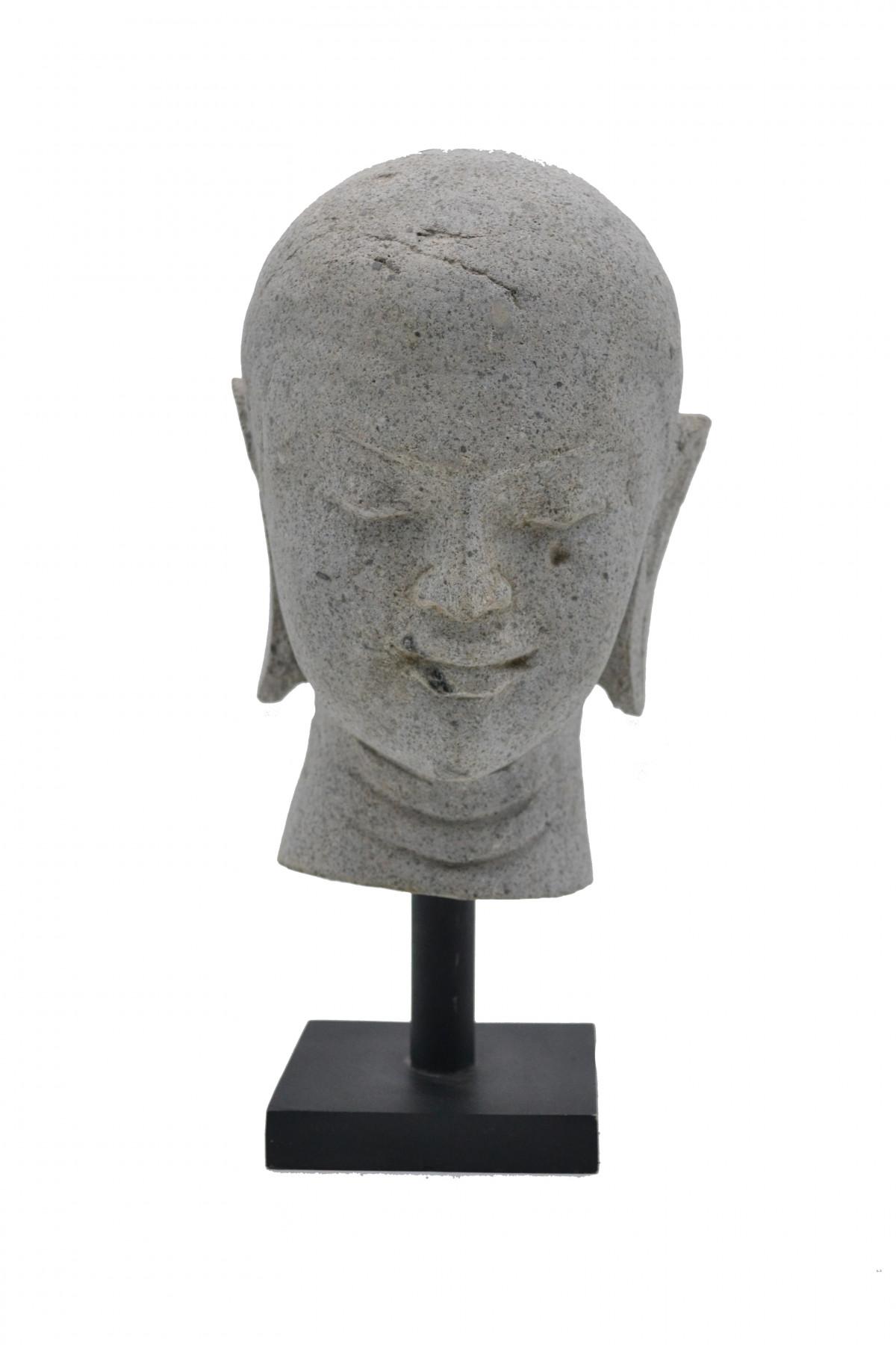 Tête de moine en pierre  sur socle 1