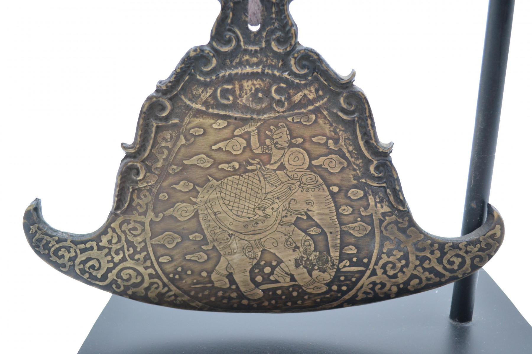 Gong en bronze sur socle 2