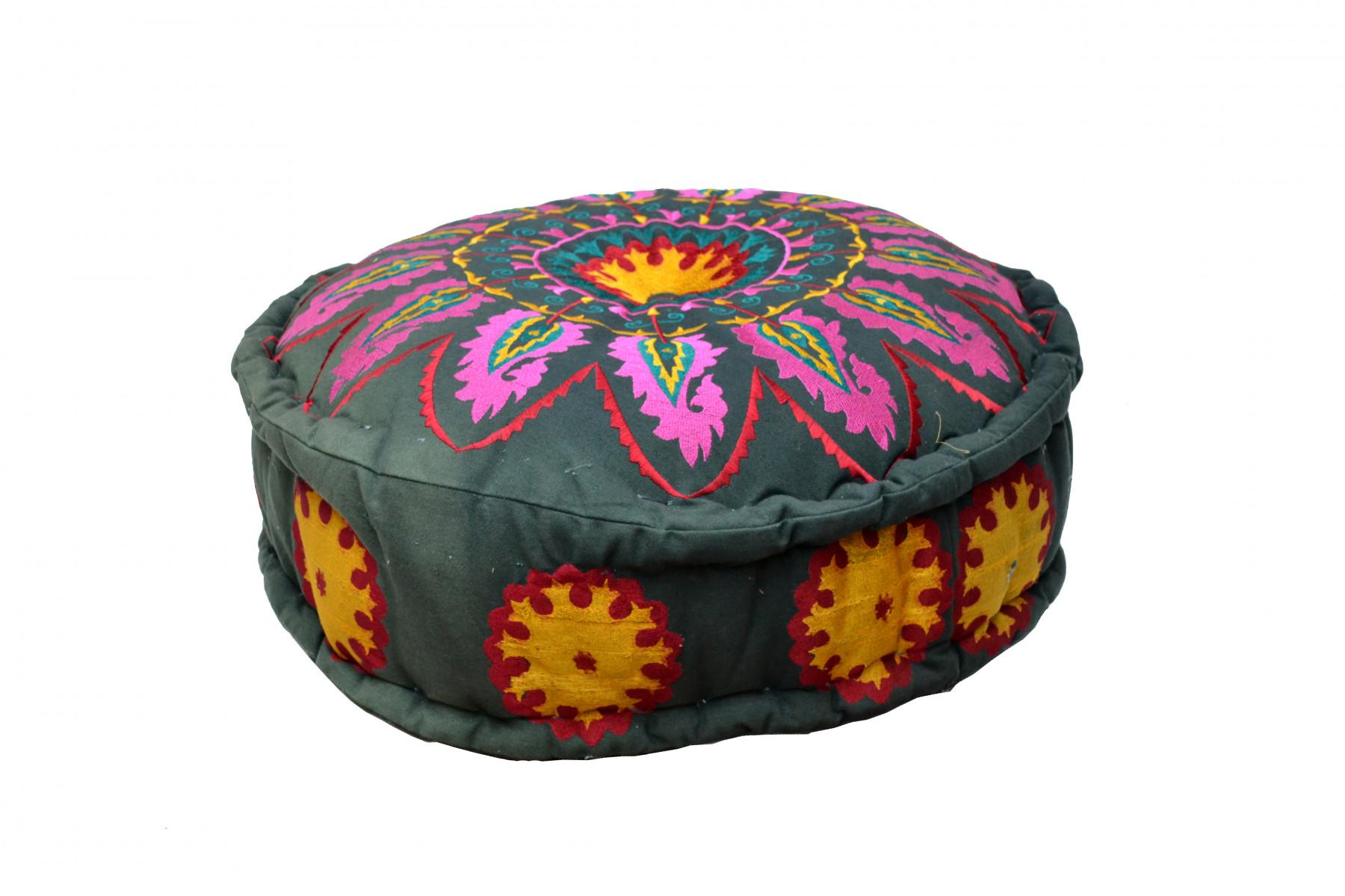 Pouf noir en fleur de coton - broderie de couleurs - Inde du Nord 1