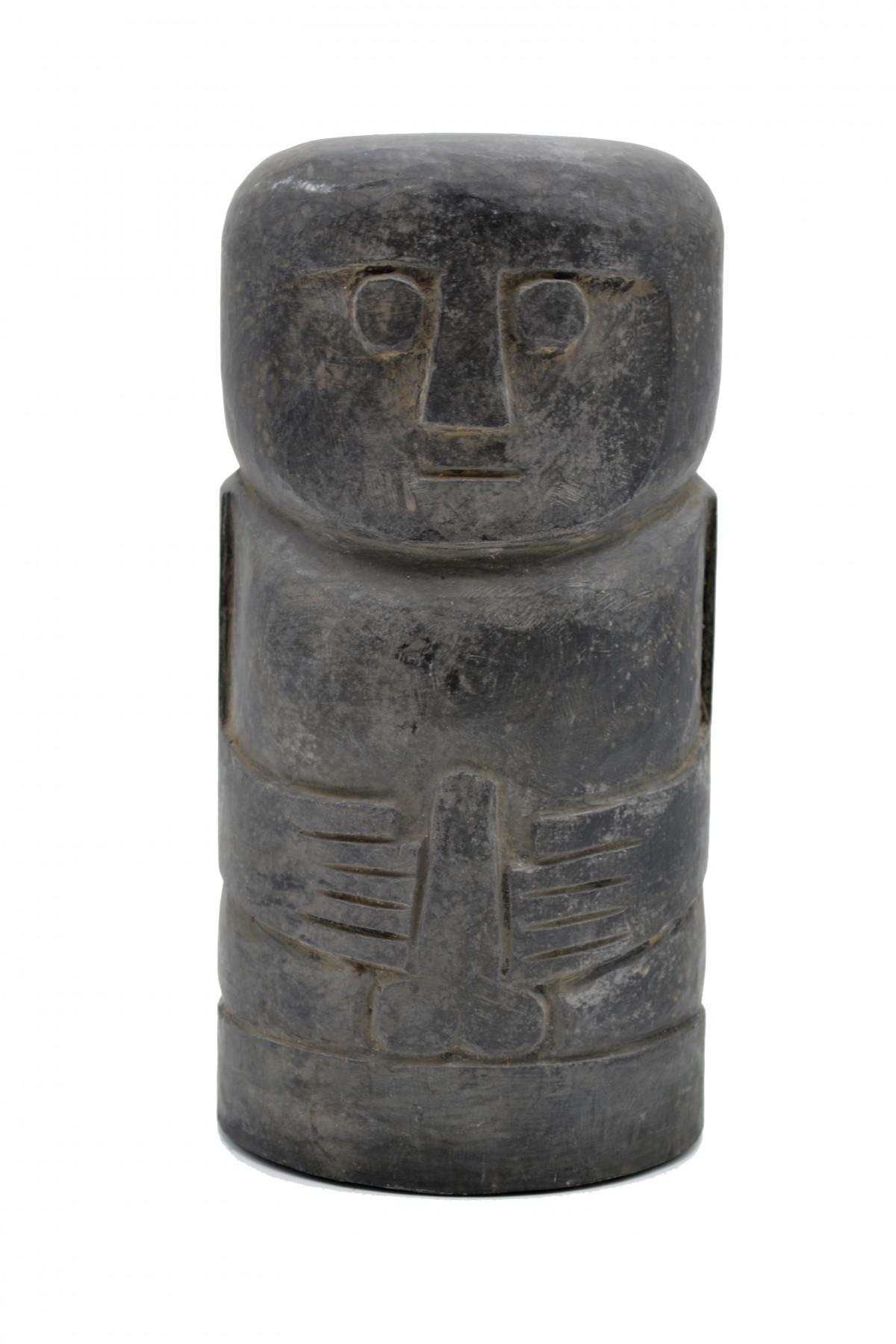 Statue primitive en pierre noir Timor 1