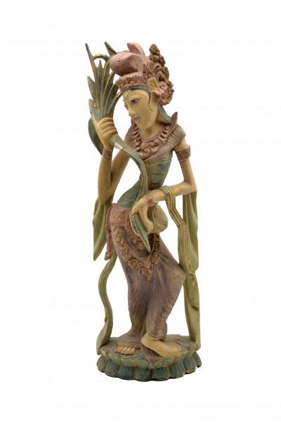 Statuette en bois polychromé de Dewi dansant.