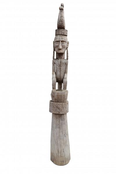 Grand totem en bois de teck du Timor,