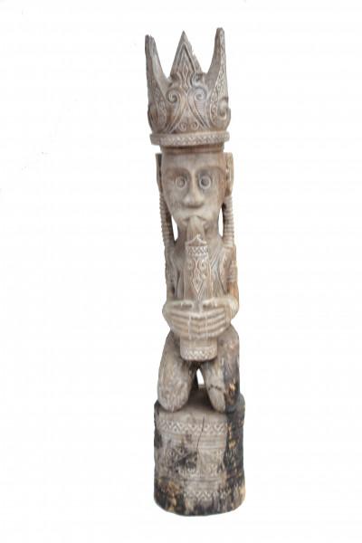 Statue couronnée bois