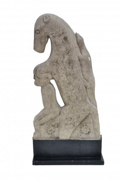panneau en pierre sculpté