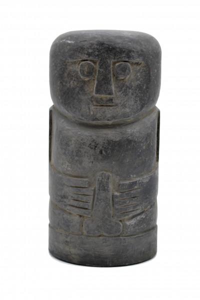 Statue primitive en pierre noir Timor
