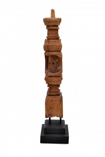 Pièce de bois sculpté de Birmanie monté sur socle en bois noir